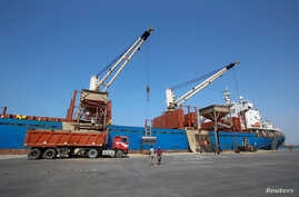 "Workers unload aid shipment of wheat from St. George ship, at the Red Sea port of Hodeidah, Yemen, Nov. 30, 2017. ""We cannot have war in Hodeidah,"" said Jan Egeland of the Norwegian Refugee Council."