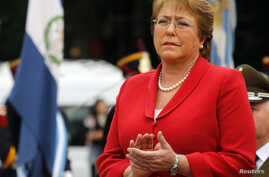 Chile's President Michelle Bachelet applauds as she attends a wreath-laying ceremony at Argentina's National Hero Libertador General San Martin monument in Buenos Aires, May 12, 2014.