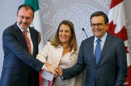 Mexico's Foreign Minister Luis Videgaray (L), Canada's Foreign Affairs Minister Chrystia Freeland (C), and Mexico's Secretary of Economy Ildefonso Guajardo pose for a photo during a joint news conference about ongoing renegotiations of the North Amer...