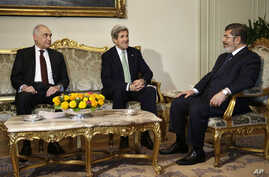 Egyptian Foreign Minister Kamel Amr, left, sits with U.S. Secretary of State John Kerry, center, and Egyptian President Mohamed Morsi during their meeting at the Presidential Palace in Cairo, Egypt, March 3, 2013.
