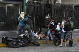National Guards detain anti-government protesters after a demonstration against Nicolas Maduro's government at Altamira square in Caracas March 16, 2014. Venezuelan troops stormed the Caracas square on Sunday to evict protesters who turned it into a