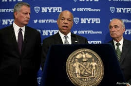 U.S. Secretary of Homeland Security Jeh Johnson speaks at a news conference with New York City Mayor Bill de Blasio, left, and New York City Police Department Commissioner William Bratton in New York City, July 8, 2016, following the shootings of pol