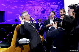 Michael Horn, President and CEO of Volkswagen America, reacts to being mobbed by the media after he apologized for the Volkswagen diesel scandal at the LA Auto Show in Los Angeles, California, United States November 18, 2015.