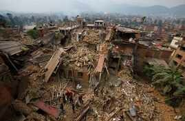 Rescue workers remove debris as they search for victims of earthquake in Bhaktapur near Kathmandu, Nepal, April 26, 2015.