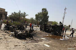 People gather at the site of a car bomb attack in Baghdad, August 15, 2013.