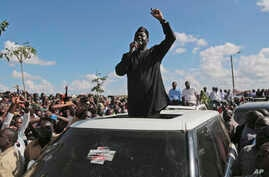 Kenyan opposition leader Raila Odinga addresses supporters in Nairobi, Kenya, Nov. 28, 2017.