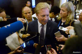 New Zealand's Trade Minister Todd McClay (center) is mobbed by reporters at the end of the meeting TPP11 (gathering all Tran-Pacific Pact member countries except the United States) held on the sideline of the Asia-Pacific Economic Cooperation meeting