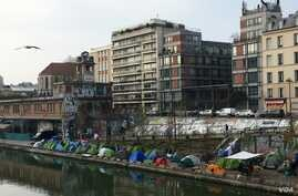 A migrant squatter camp near the Stalingrad metro in northeastern Paris. A record 100,000 people sought asylum in Paris in 2017.