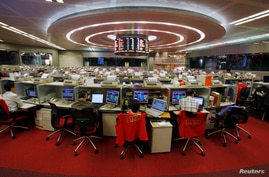 Floor traders work during afternoon trading at the Hong Kong Stock Exchange, Nov. 6, 2013.
