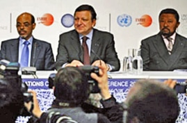 Sweden's PM Fredrik Reinfeldt (L), European Commission chief Jose Manuel Barroso (2ndR), Ethiopia's PM Meles Zenawi and AU Commission Chairperson Jean Ping (R) give a news conference in Copenhagen on 16 Dec 2009