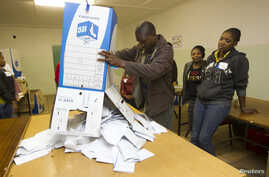 Election officials empty ballot boxes as counting begins at a voting station in Embo, west of Durban, May 7, 2014.
