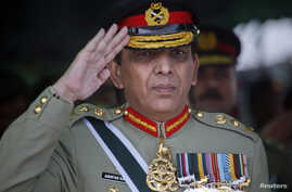 Pakistani Army Chief General Ashfaq Kayani salutes while reviewing the passing out parade of newly recruited soldiers during a ceremony in Quetta on October 11, 2011. About five thousand recruits were on Tuesday formally inducted into Pakistan Army a
