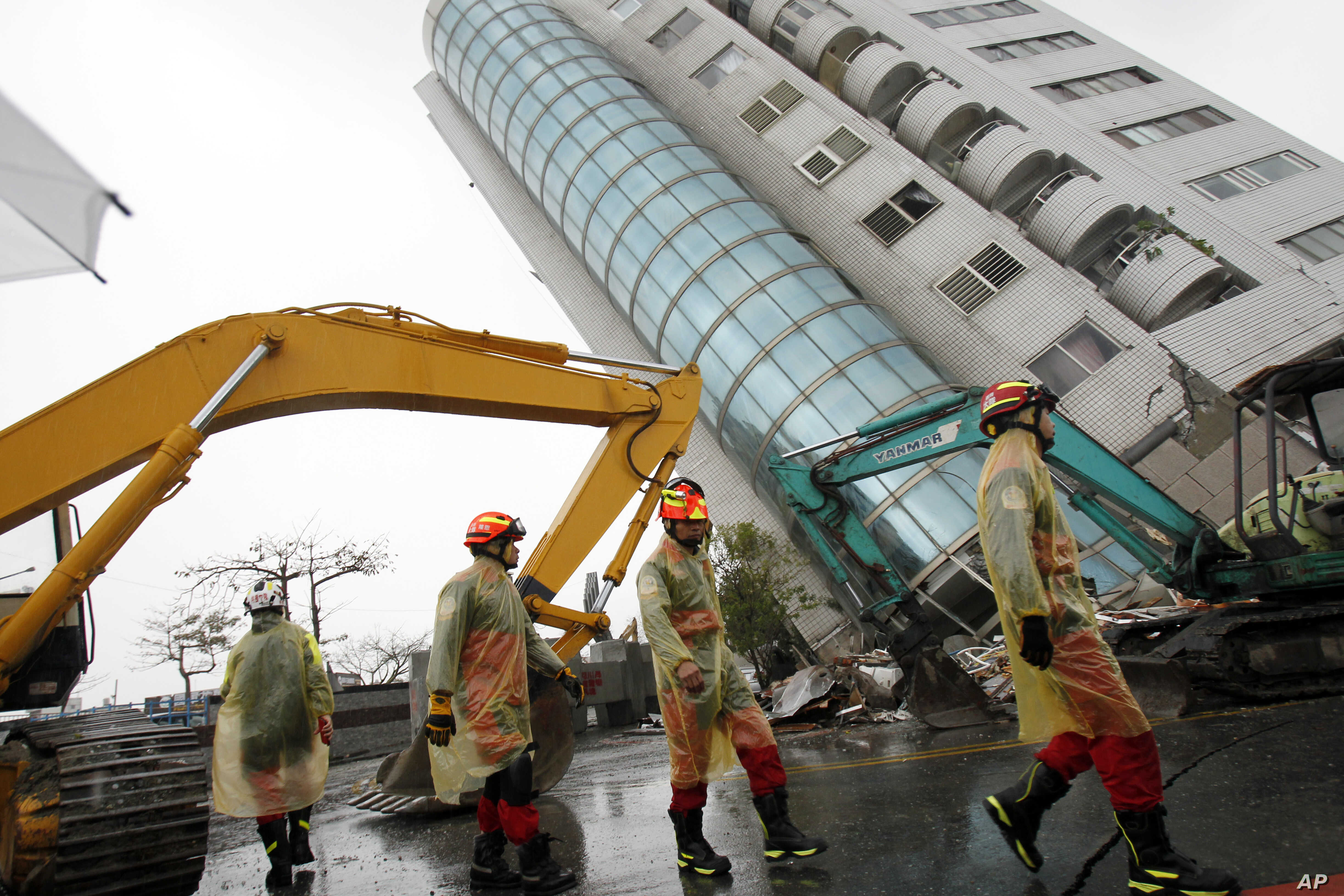 Rescuers work on a search operation at an apartment building that collapsed after a strong earthquake in Hualien County, eastern Taiwan, Feb. 7, 2018. A magnitude 6.4 earthquake struck late Tuesday night caused several buildings to cave in and tilt d