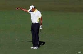 Tiger Woods takes a drop on the 15th hole after his ball went into the water during the second round of the Masters golf tournament, in Augusta, Georgia, USA, Apr. 12, 2013.