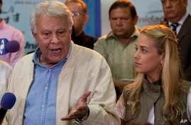 Spain's former prime minister Felipe Gonzalez, speaks to reporters as Lilian Tintori wife of jailed opposition leader Leopoldo Lopez looks at him during a press conference at the headquarters of Movement of Democratic Unity (MUD) opposition coalition