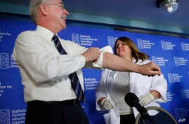 Health and Human Services Secretary Tom Price (L) rolls-up his sleeve as he is about to receive a flu vaccination from Sharon Walsh-Bonadies, RN. (R), during a news conference recommending everyone age six months an older be vaccinated against influe