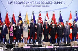 ASEAN leaders and delegates pose for a photo during a working lunch on the sidelines of the 33rd ASEAN summit in Singapore, Wednesday, Nov. 14, 2018.