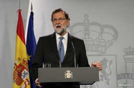Spain's Prime Minister Mariano Rajoy delivers a statement after an extraordinary cabinet meeting at the Moncloa Palace in Madrid, Oct. 27, 2017.