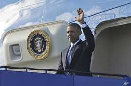 US President Barack Obama waves from Air Force One during his arrival at Stockholm-Arlanda International Airport, Wednesday, Sept. 4, 2013 in Stockholm, Sweden. (AP Photo/Pablo Martinez Monsivais)