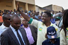 Presidential candidate Frank Habineza (center-right), of the opposition Democratic Green Party gestures to supporters at an election campaign rally in Musanze District, Rwanda, July 28, 2017.