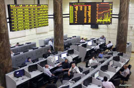 Traders work at Egypt's Stock Exchange in Cairo, July 3, 2013.