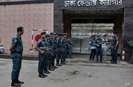 Bangladeshi policemen stand guard outside the Dhaka Central Jail in Dhaka, Bangladesh, June 12, 2016. Police in Bangladesh said Sunday that they have arrested more than 5,000 criminal suspects in the past few days as they continue a nationwide crackd