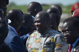 Rebel leader Riek Machar (C) meets with his supporters after landing at Juba international airport on April 26, 2016.