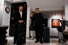 North Korean leader Kim Jong Un impersonator Howard X (R) and US President Donald Trump impersonator Russel White walk at the lobby of a hotel before being escorted by Vietnamese authorities to the airport, in Hanoi, Feb. 25, 2019.