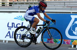 Israeli cyclist Paz Bash, wearing a conventional hard foam helmet, competes during Women Elite Road Race in the UCI Road World Championships, in Doha, Qatar October 15, 2016. Tests have shown that new Inflatable helmets offer more protection.