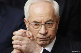 Ukraine's Prime Minister Mykola Azarov gestures during a session of the parliament in Kyiv, April 19, 2013.