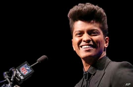 Bruno Mars who will headline the half-time show at the NFL Super Bowl XLVIII football game speaks during a press conference, Jan. 30, 2014, in New York.