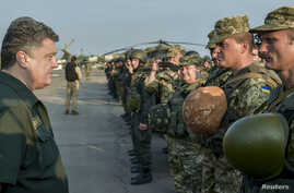 Ukrainian President Petro Poroshenko meets with Ukrainian servicemen during his visit to the south-eastern port city of Mariupol, Sept. 8, 2014.