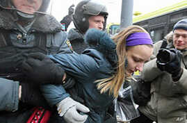 Russian Police Detain 14 at Moscow Rally