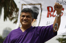 Malaysian cartoonist Zulkiflee Anwar Alhaque, better known as Zunar, wearing a prison outfit and plastic handcuffs poses for photographers prior to launching his book in Petaling Jaya, Malaysia, Feb. 14, 2015.