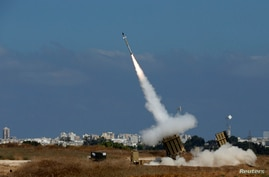 An Iron Dome launcher fires an interceptor rocket in the southern Israeli city of Ashdod, Irael, July 9, 2014.