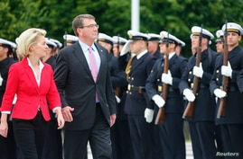 German Defense Minister Ursual von der Leyen (L) and her U.S. counterpart Ash Carter inspect a guard of honor during a welcome ceremony at the Defense Ministry in Berlin, Germany June 22, 2015.