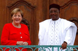 German Chancellor Angela Merkel welcomes Niger's President Mahamadou Issoufou at the German government guest house Meseberg Palace in Meseberg, Germany, Aug. 15, 2018.