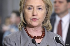Clinton Promises Support, Money to New Egyptian Government
