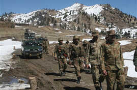Pakistan army soldiers patrol in the Pakistani tribal area of Ditta Kheil in North Waziristan where the Pakistan army are fighting against militants and al-Qaida activists along the Afghanistan border (File Photo - March 8, 2011)