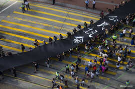 Occupy Central protesters march with 500-meter long black cloth, which they say symbolizes the loss of credibility in Beijing's refusal to allow true democracy in Hong Kong, Sept. 14, 2014.