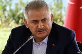 Turkish Prime Minister Binali Yildirim speaks during a meeting with foreign media representatives in Istanbul, Aug. 20, 2016.