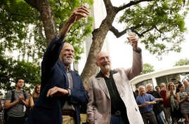Scientists Barry Barish, left, and Kip Thorne, both of the California Institute of Technology, share a toast to celebrate winning the Nobel Prize in physics in Pasadena, Calif., Oct. 3, 2017.