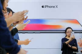 Attendees use new iPhone X during a presentation for the media in Beijing, China, Oct. 31, 2017.