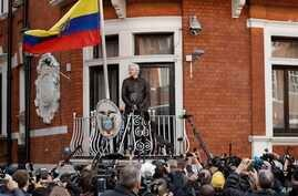 WikiLeaks founder Julian Assange stands on the balcony of the Ecuadorian embassy prior to speaking, in London, May 19, 2017.