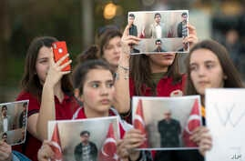 Students of Mehmet Akif College in Kosovo protest the arrest and deportation of their teachers in Kosovo's capital Pristina, March 29, 2018.
