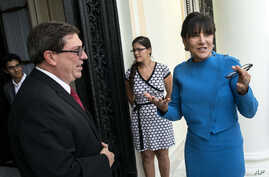 U.S. Commerce Secretary Penny Pritzker, right, talks with Cuba's Foreign Minister Bruno Rodriguez before a meeting in Havana, Cuba, Oct. 7, 2015.