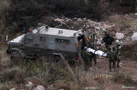 Israeli soldiers carry the body of fellow soldier who was killed near West Bank town of Qalqilya, Sept. 21, 2013.