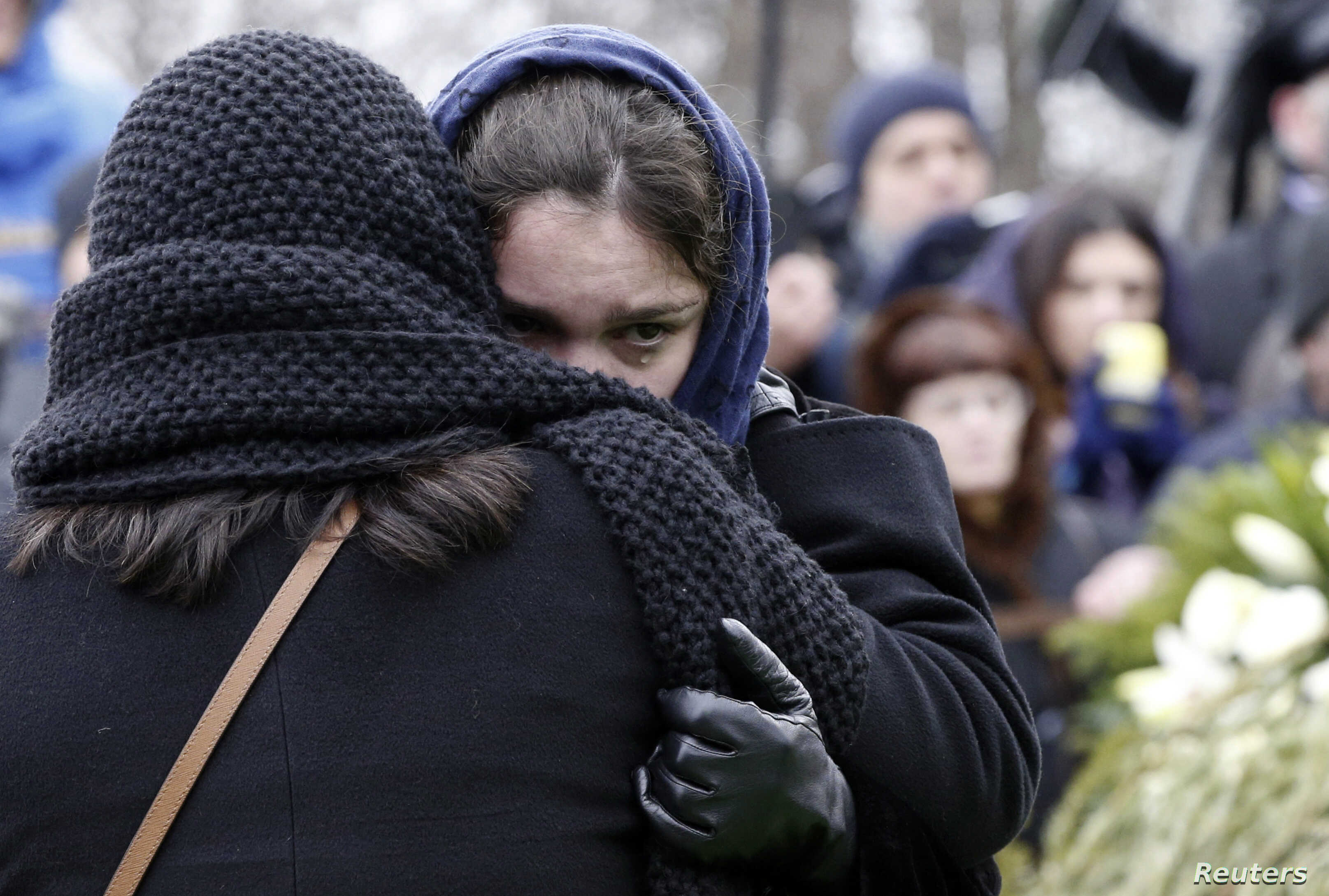 Zhanna, daughter of Russian leading opposition figure Boris Nemtsov, reacts during his funeral in Moscow, March 3, 2015. Thousands of Russians, many carrying red carnations, queued on Tuesday to pay their respects to Boris Nemtsov, the Kremlin critic