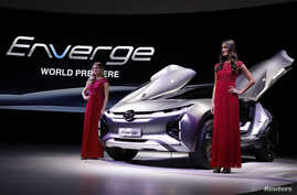 Models pose with the GAC Enverge electric concept car at the North American International Auto Show in Detroit, Michigan, Jan. 15, 2018.