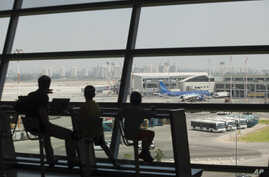 Israelis wait to board at Ben Gurion International airport a day after the U.S. Federal Aviation Administration imposed a 24-hour restriction on flights after a Hamas rocket landed within a mile of the airport, in Tel Aviv, July 23, 2014.